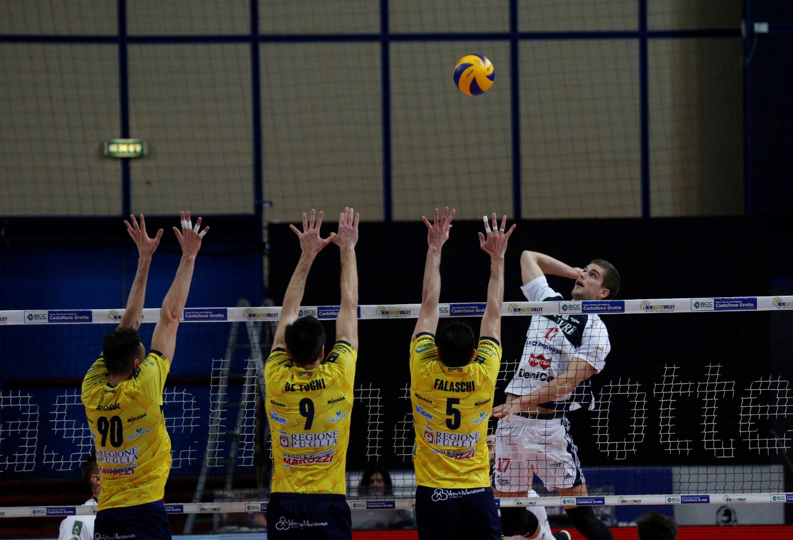 #Superlega: Fifth victory for Milan. Victory at tie break in Castellana Grotte in the advance of round 18.